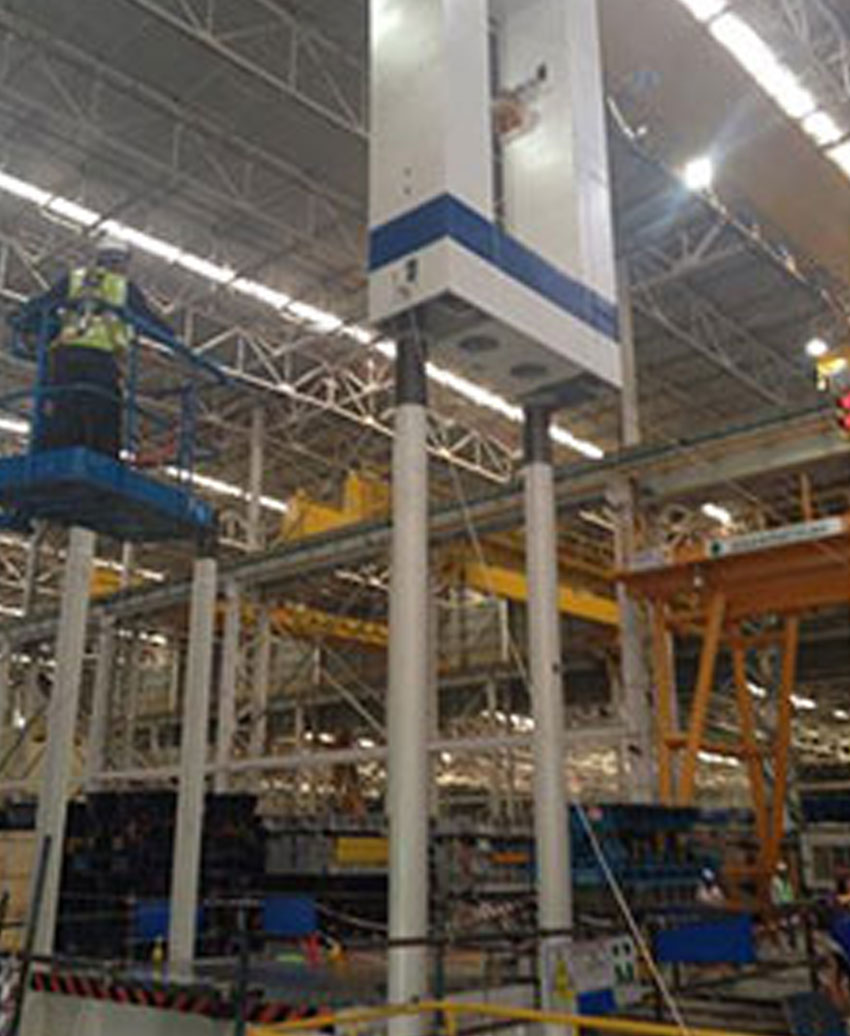 Hydraulic Press Machine -VERSON & LCM- 2500 Tons.